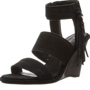 New Coach Delaney sandals heels size 7.5 m black